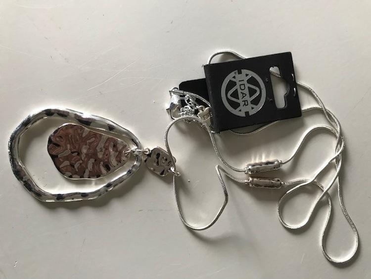 Långt halsband silverfärg