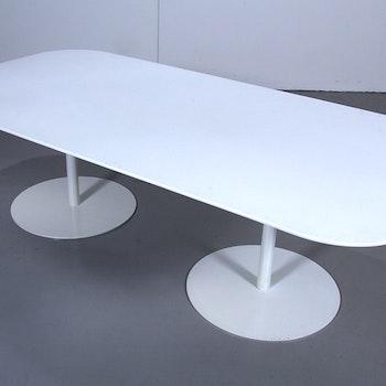 Hyr bord, Gubi Table 2.0 - Specialbeställt med Corian