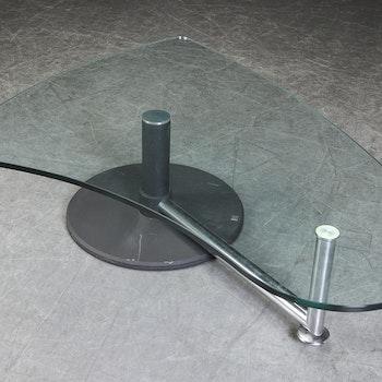 Hyr soffbord från Rolf Benz med glasskiva