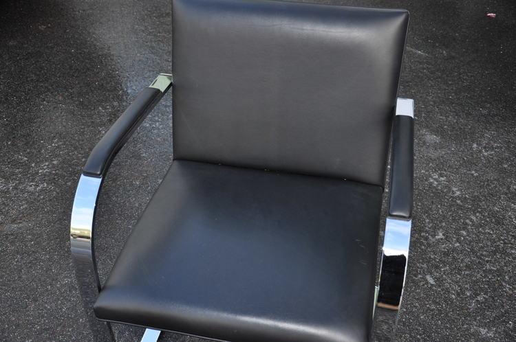 Stol, Knoll Brno E01M 4200 - Ludwig Mies van der Rohe