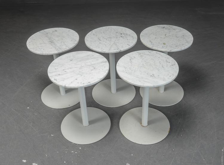 Hyr små cafébord i marmor med metallfot