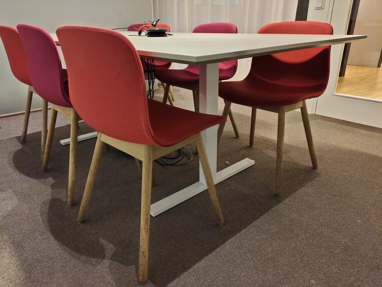 Hyr en konferensgrupp med 8st stolar