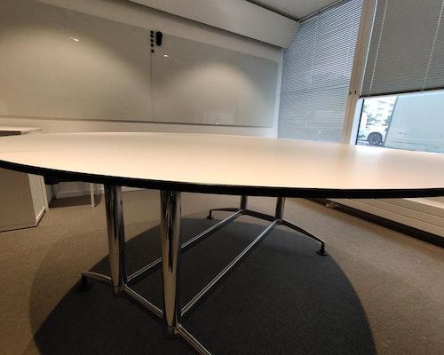 Runt två-delat bord med svart kant - 180 cm