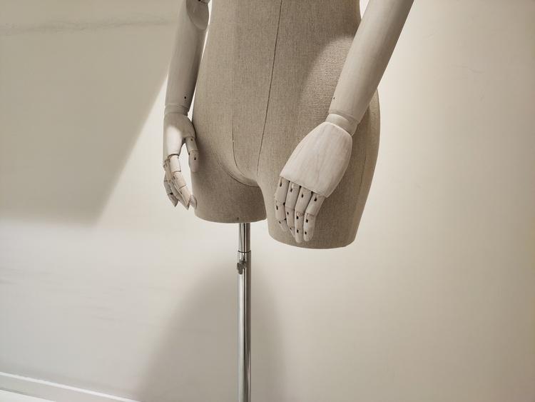 Hyr tygklädda skyltdockor med ledade armar
