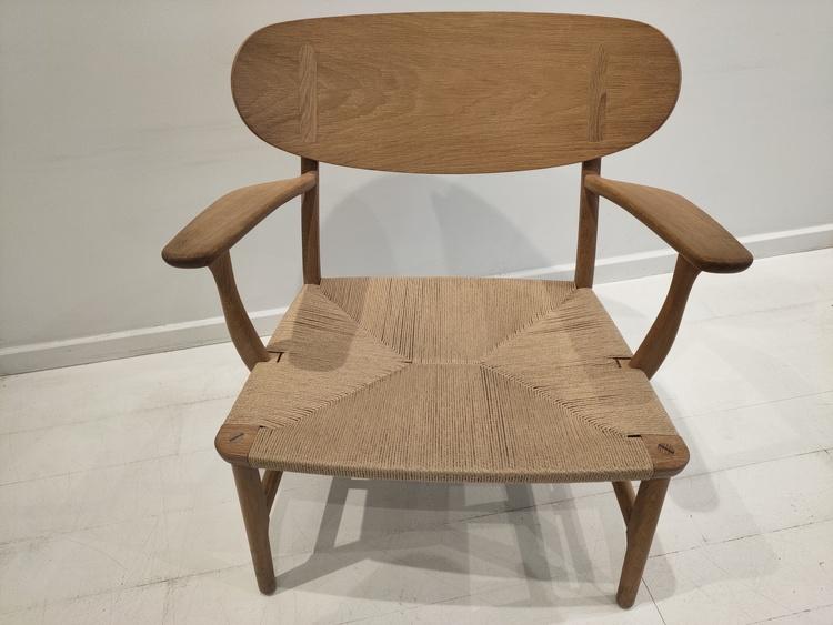 Loungefåtölj, Carl Hansen & Son CH22 - Design Hans J Wegner