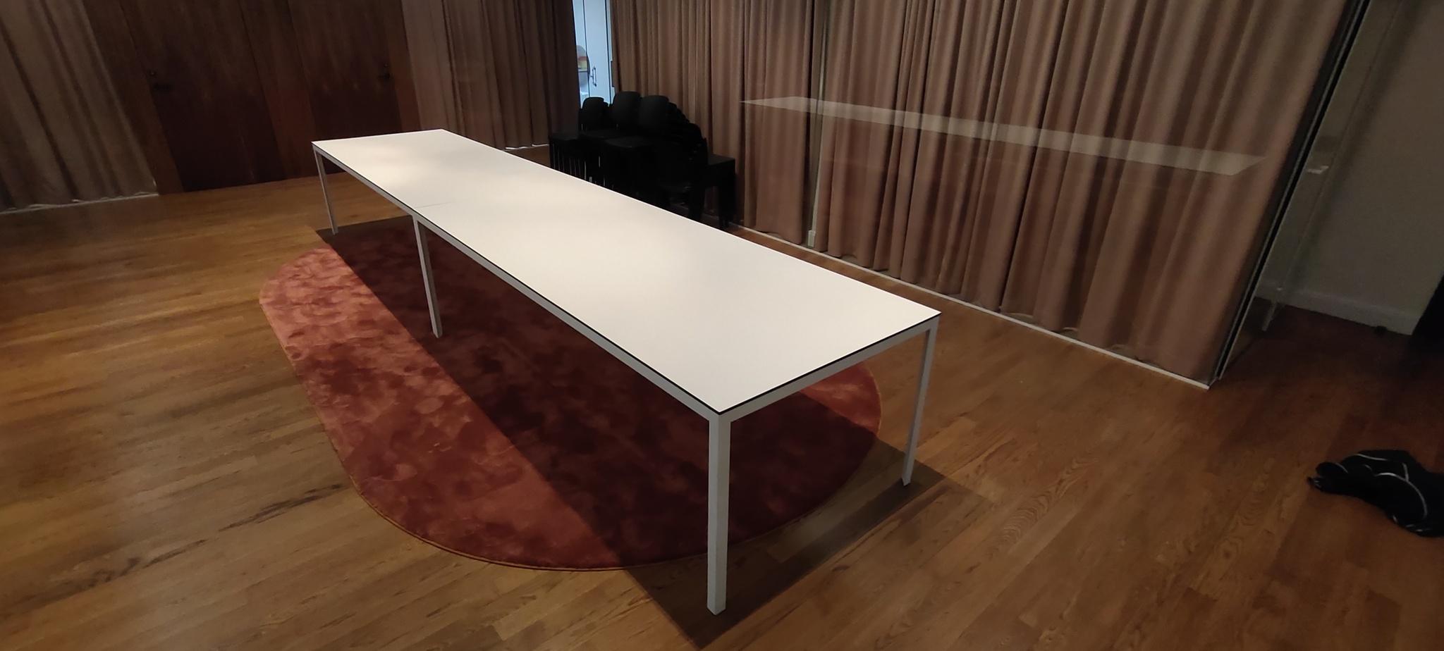 Hyr bord, Svart kant och vit laminat - 242 cm