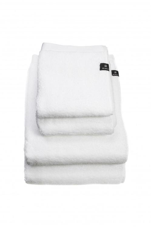 Vit handduk i ekologisk bomull från Himla.