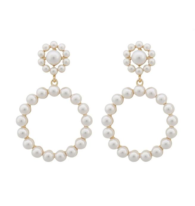 Presenttips lena pearl pendant örhängen från Snö of Sweden.