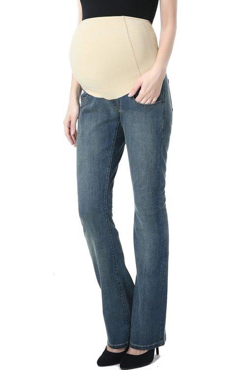 Denim jeans med boot cut ben och mudd över magen framifrån