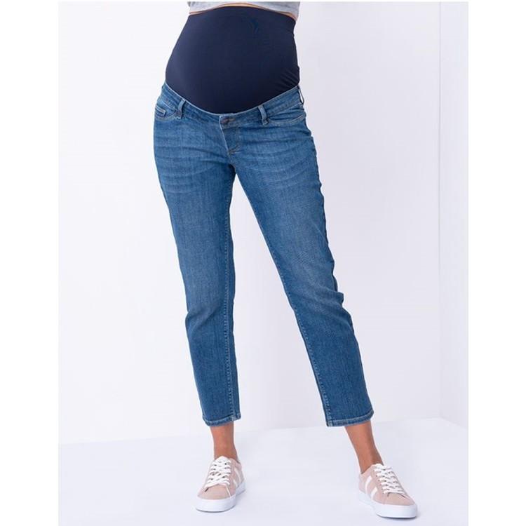 Blåa vadlånga gravidjeans med raka ben ut zoomad bild på byxorna