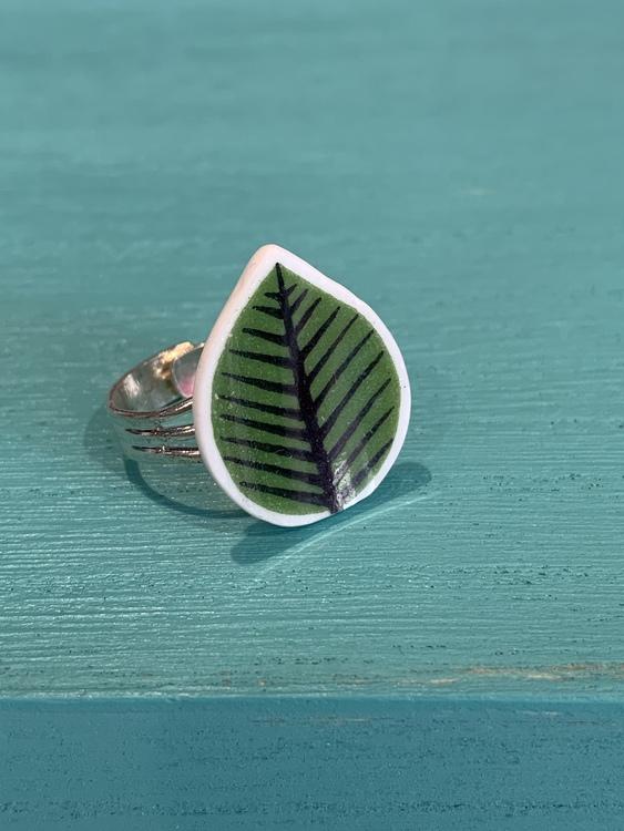 Porslinsmycke ring