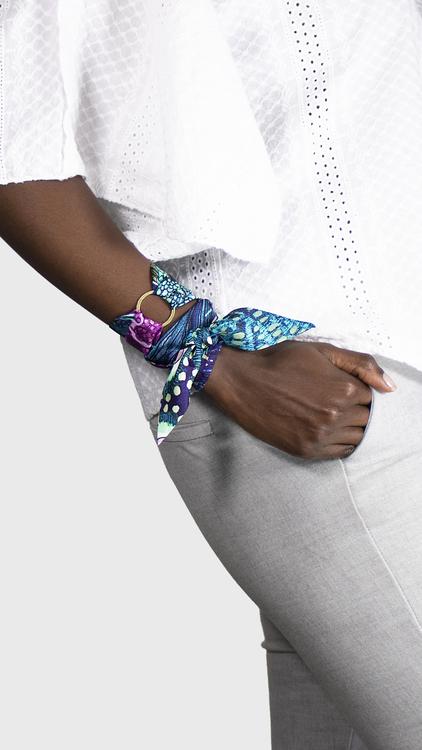 Twilly scarfette ring som används med twilly runt handled