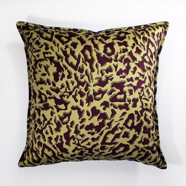 Zhi Zulu Leopard Guld Plommon kuddfodral i sammet 60 x 60 cm
