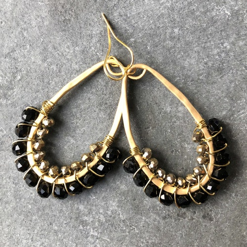 Droppörhängen halvpärlade svart & guld