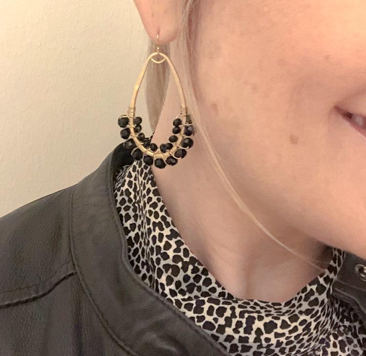 Droppörhängen halvpärlade svart