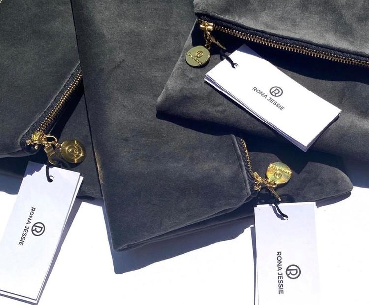 Grå kuvertväskor i sammet