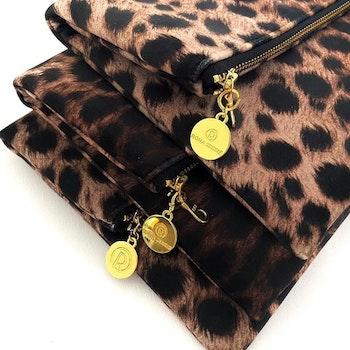 Kuvertväska leopardmönster