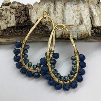 Droppörhängen halvpärlade blå pion/matt metall