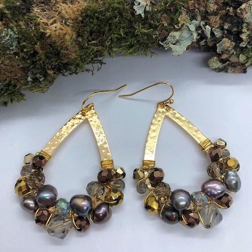 Drottning örhängen guld med grå, brons & sötvattenspärlor