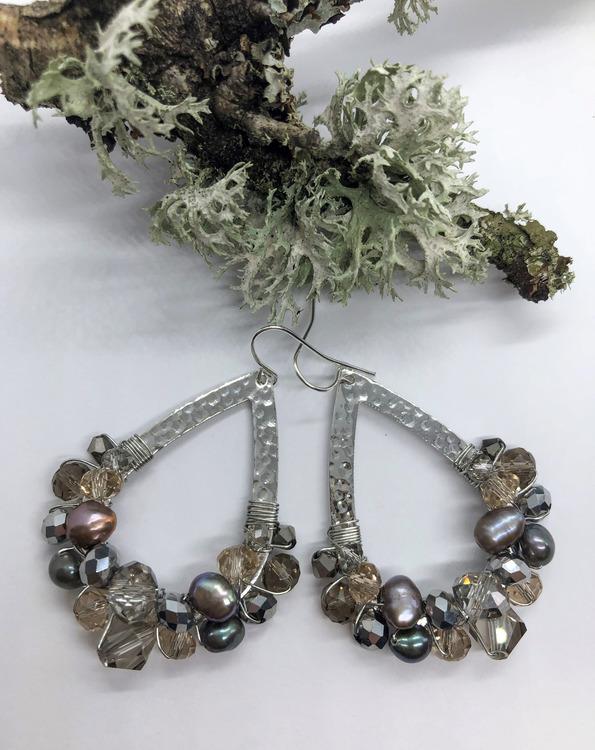 Drottning örhängen silver med grå, brons & sötvattenspärlor
