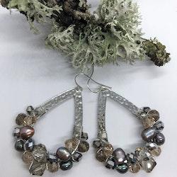 Drottning örhängen silver med sötvattenspärlor
