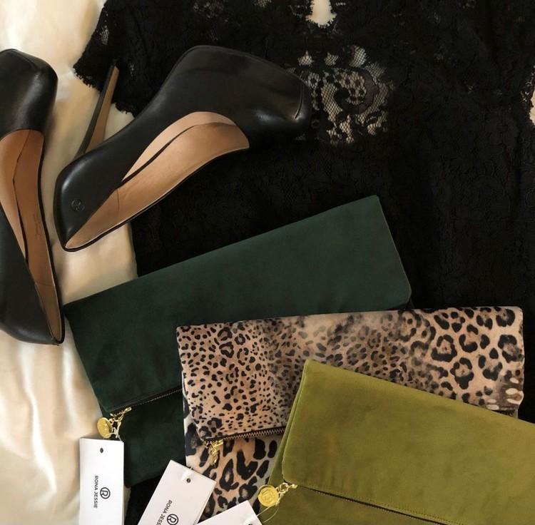 Leopard och gröna kuvertväskor i sammet