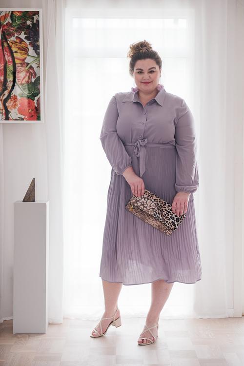 Frida Kummerfeldt med leopard väska