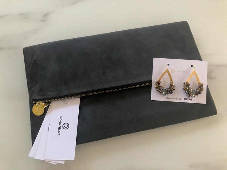 Grå clutchväska & Usizo drottning örhängen set