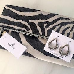 Zebra clutchväska & Usizo drottning örhängen set