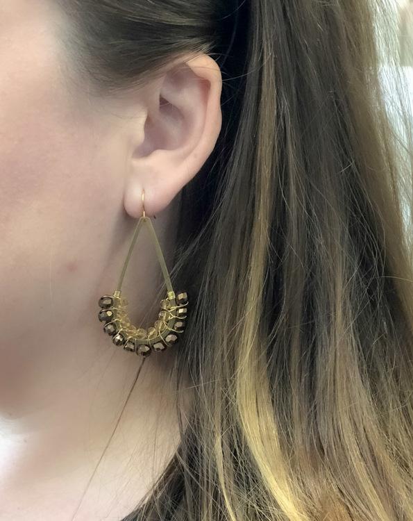 Avlånga örhängen svart & guld