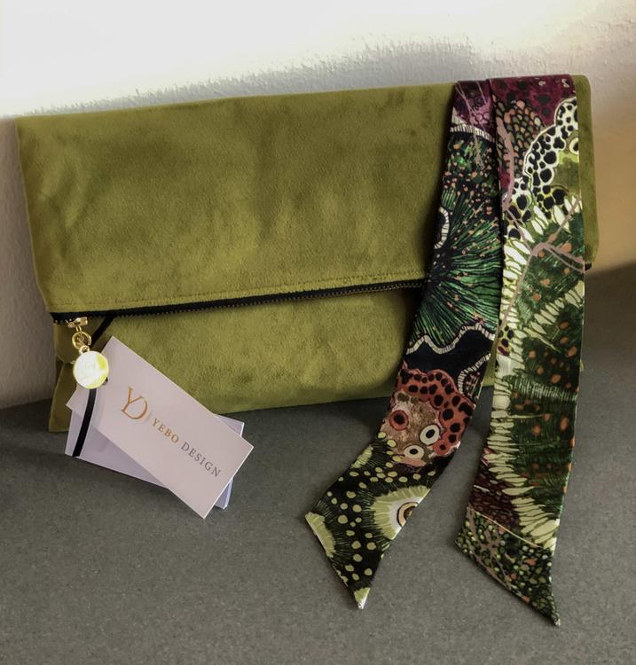 Grön clutchväska & Aureum Oceanum Moss twilly set