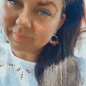 Drottning runda örhängen silver & rosa/röd/orange