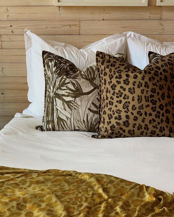 Aureum leopard guld kuddfodral i sammet 60 x 60 cm
