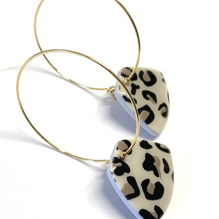 Kita örhängen ljus leopard