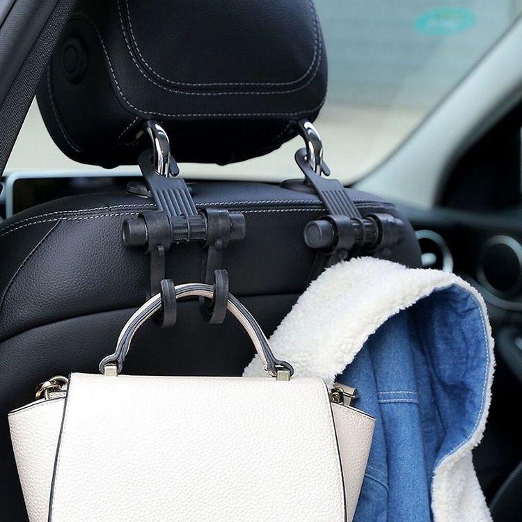 Krok för bilsäte med plats för både jackan och väskan