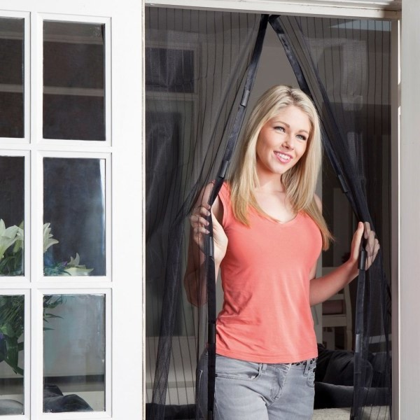 Myggnät med magnet för dörr