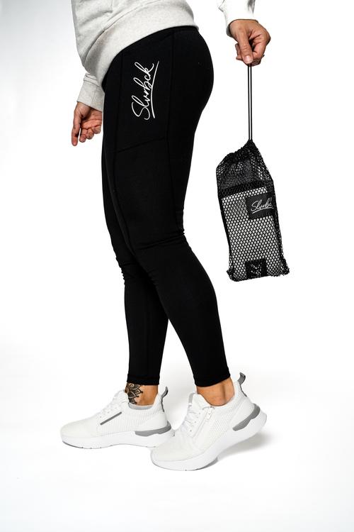 dam med leggings och träningskläder