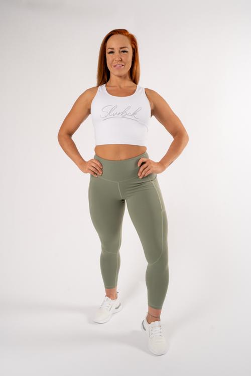 tjej med sport topp och  gröna tights gymshark