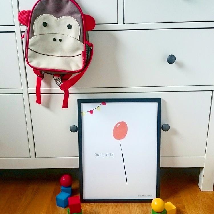 Print med röd ballong till barnrummet