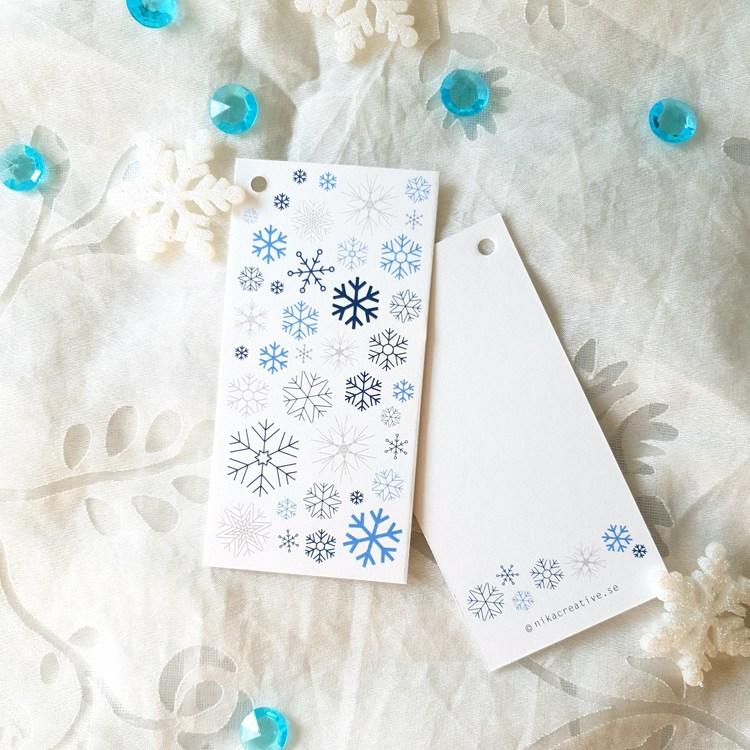 Mönster av snöflingor på pakettaggs