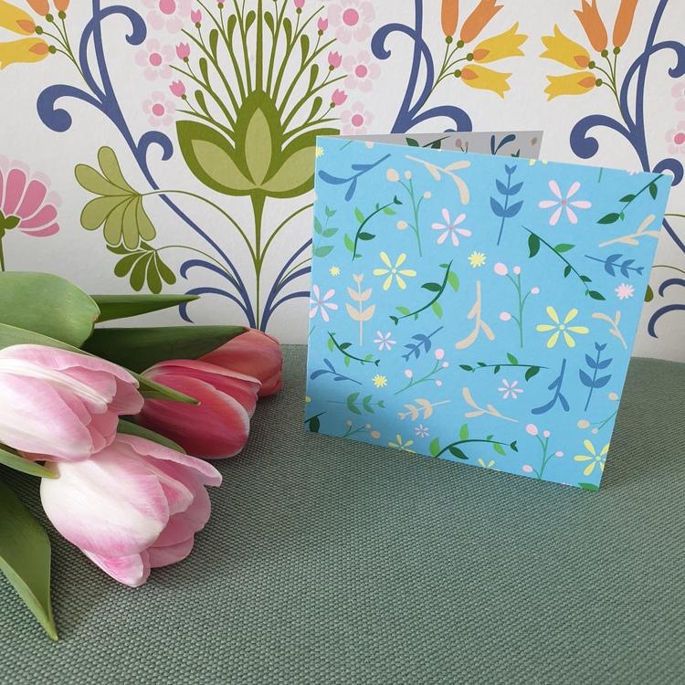 Gratulationskort med blommönster