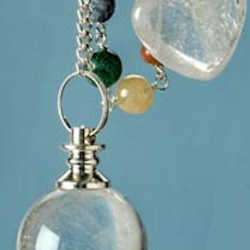 Bergskristall pendel med chakrakedja