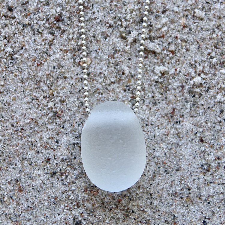 Pearlywhite halsband