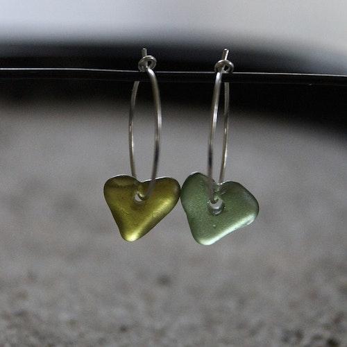 Small Loop Olive & Green Love örhängen