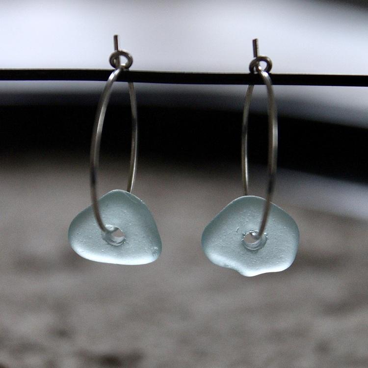 Small Loop Skyhigh Blue örhängen