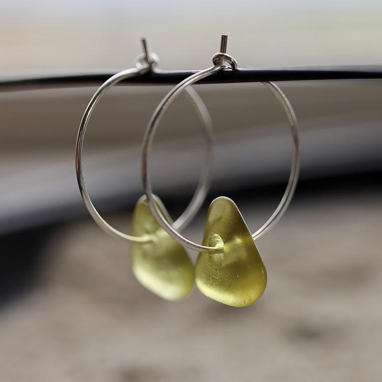 Small Loop Green Lemon örhängen