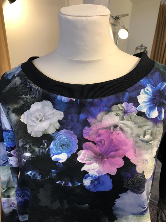 Minou Tröja - Blue Flower
