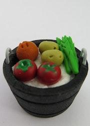 **Miniatyr** Träbalja med grönsaker