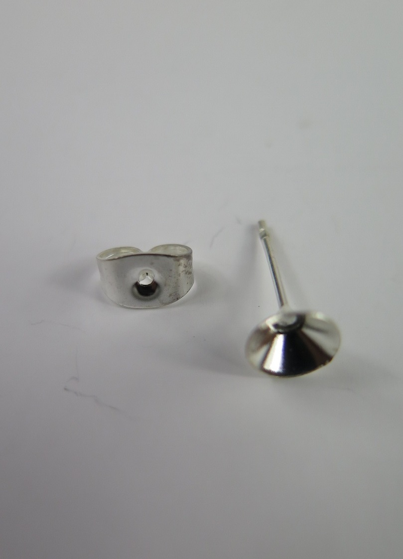 Silvriga öronstift för pärla
