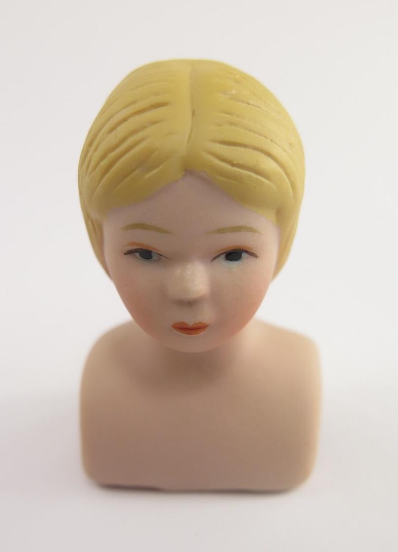 **Miniatyr** Porslindockhuvud